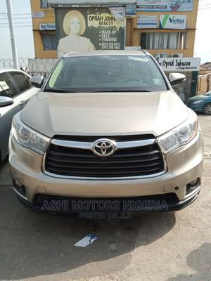 Toyota Highlander 2016 Gold   Cars for sale in Oyo State, Oluyole