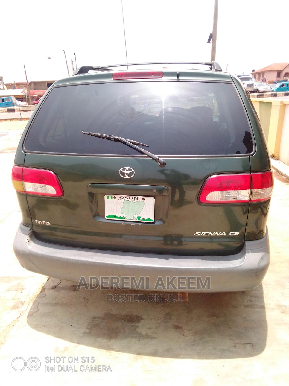 Archive: Toyota Sienna 2002 CE Green