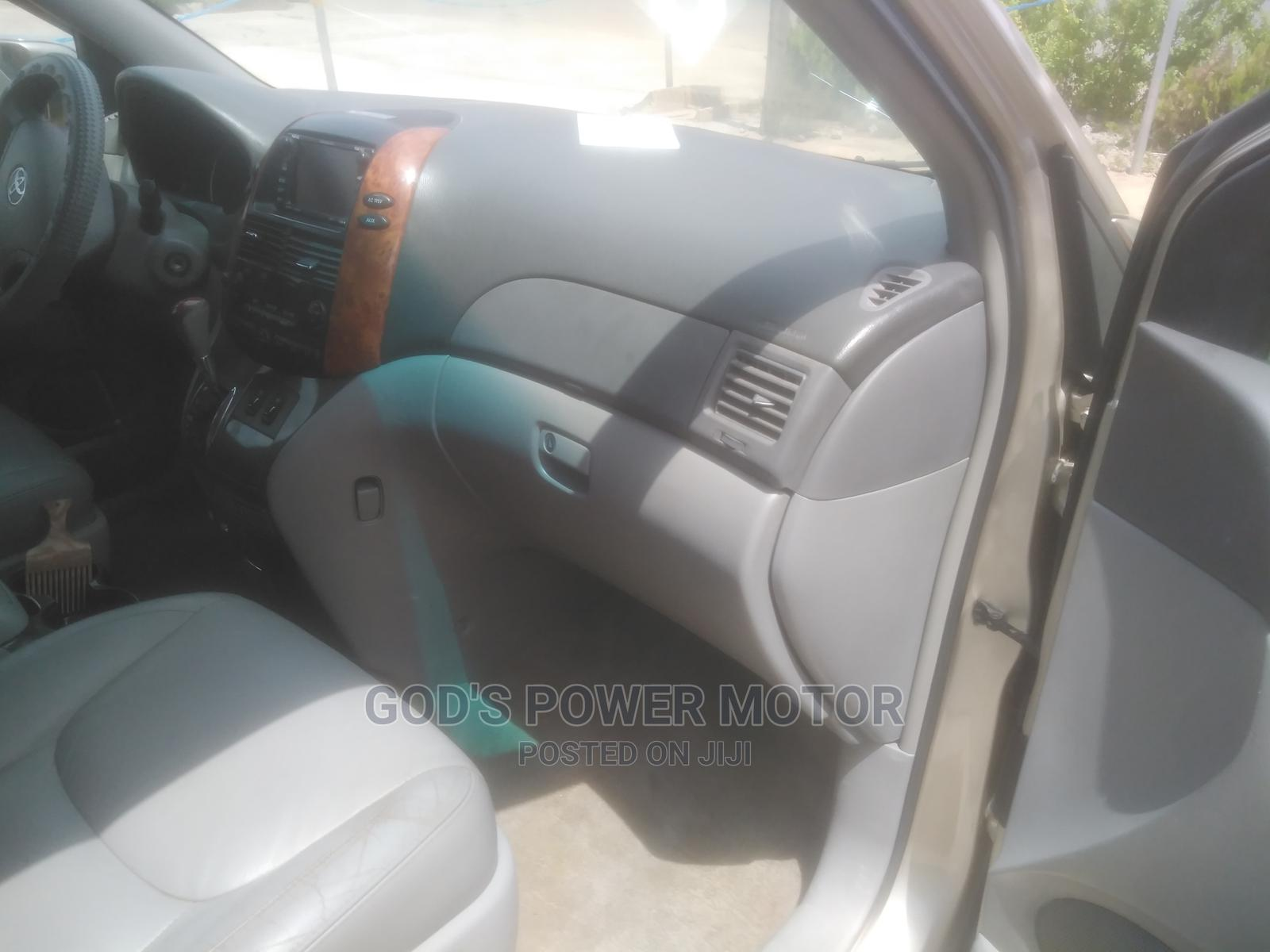 Toyota Sienna 2007 XLE Limited Gold   Cars for sale in Osogbo, Osun State, Nigeria
