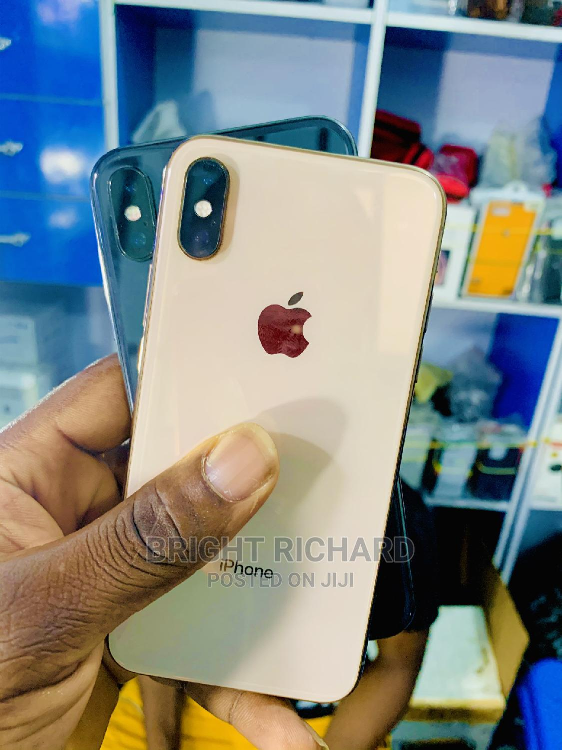 Archive: Apple iPhone XS 64 GB Gold