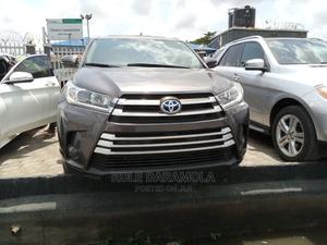 Toyota Highlander 2018 XLE 4x4 V6 (3.5L 6cyl 8A) Gray | Cars for sale in Lagos State, Amuwo-Odofin