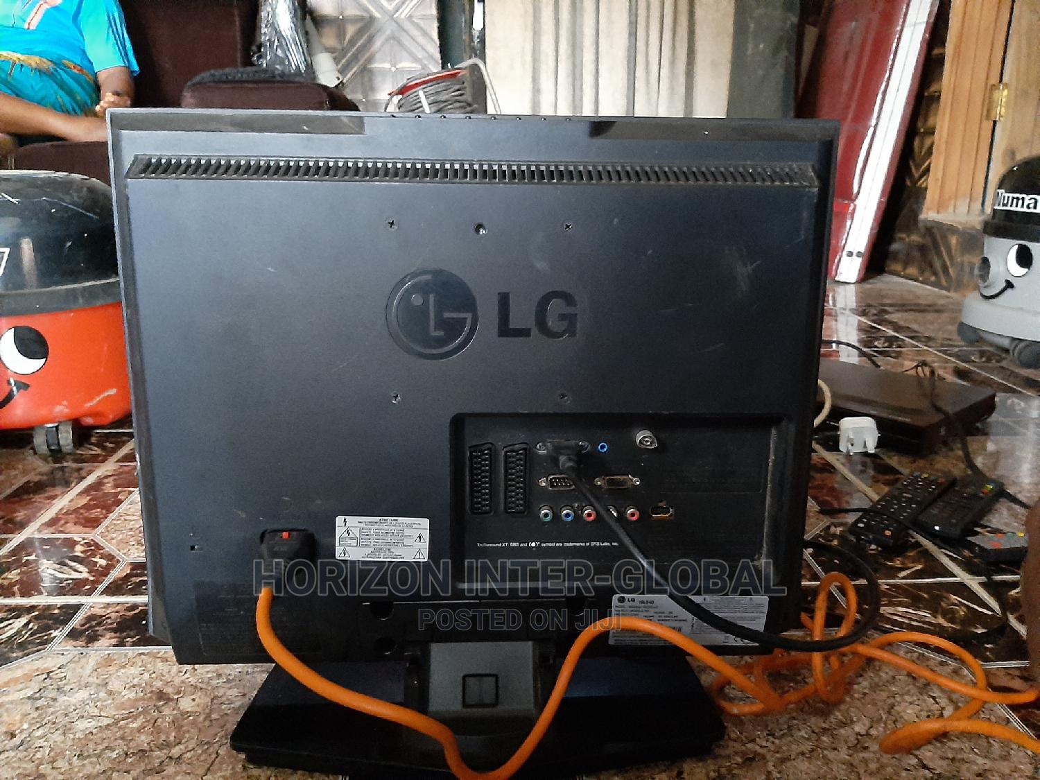 """LG 19"""" LCD TV Set 