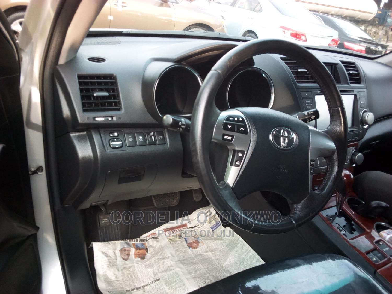 Archive: Toyota Highlander 2012 Silver