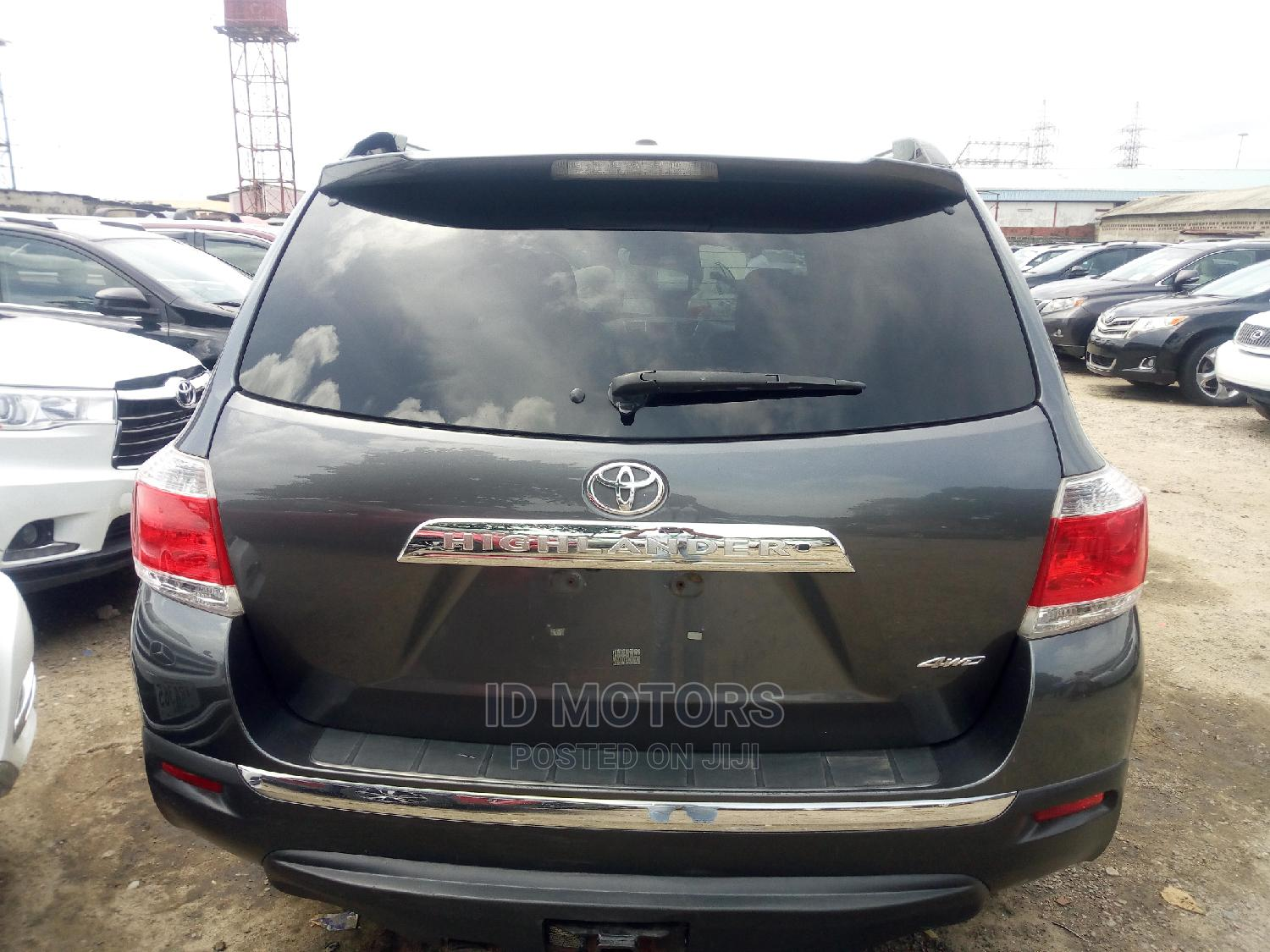 Archive: Toyota Highlander 2011 Limited Gray