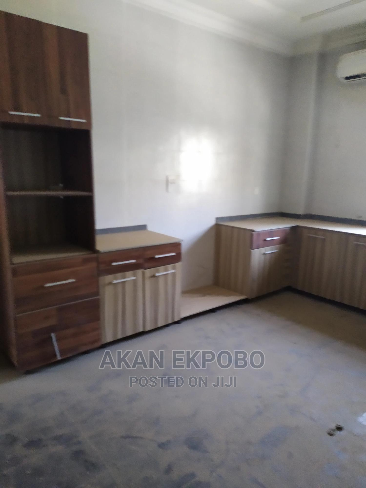 Archive: 3 Bedroom Flat With BQ in a Block of Flats for Rent