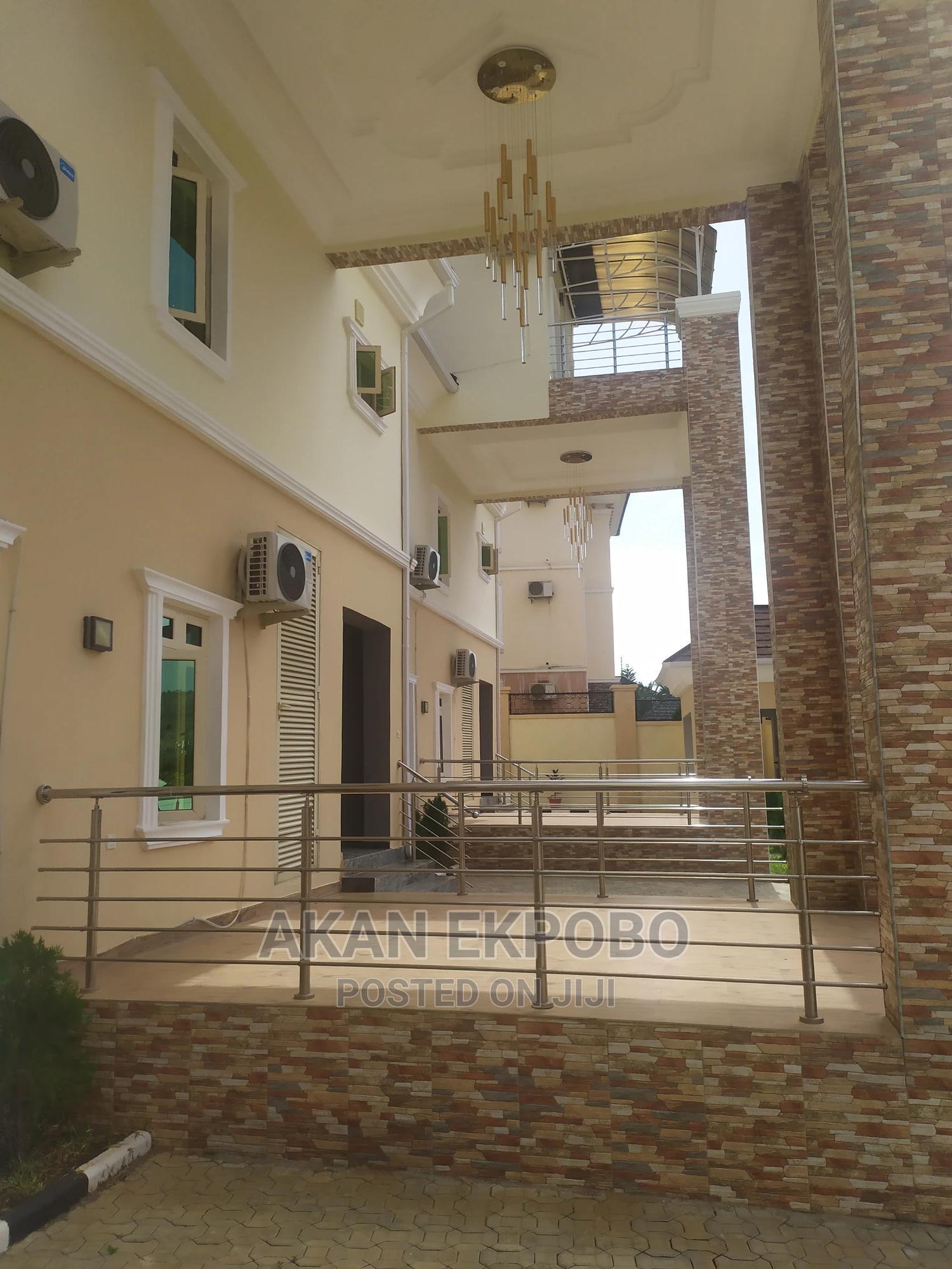 Archive: Exquisite 5 Bedroom Terrace Duplex