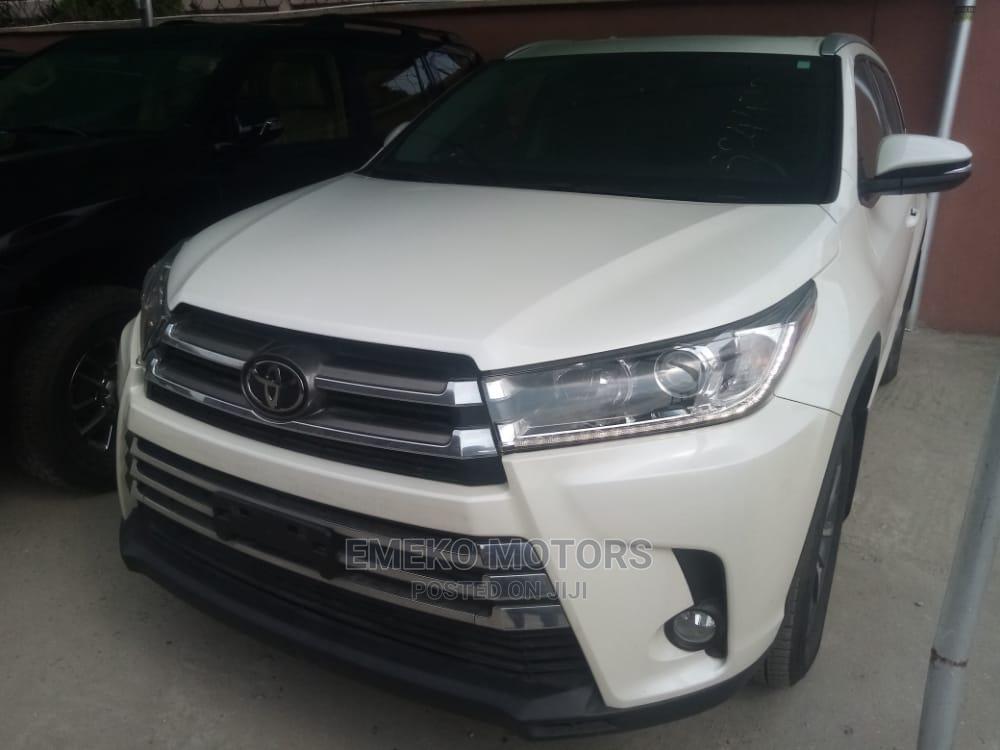 Toyota Highlander 2017 XLE 4x4 V6 (3.5L 6cyl 8A) White