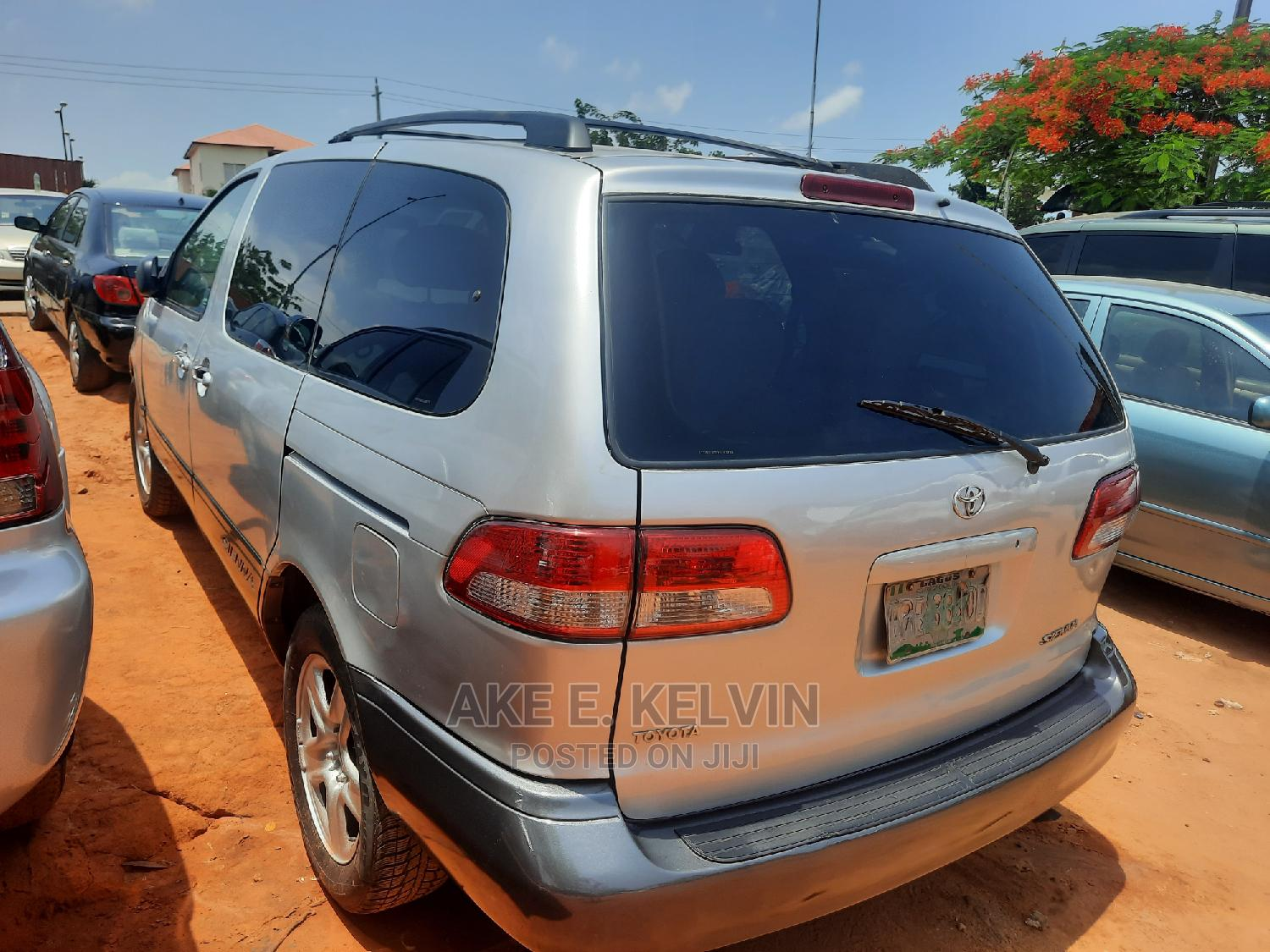 Archive: Toyota Sienna 2002 LE Silver
