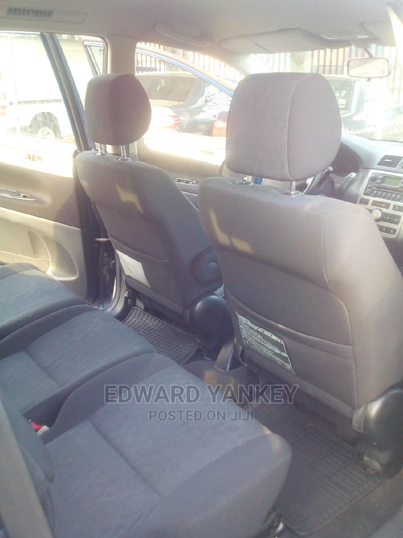 Archive: Toyota Avensis 2005 Liftback Blue