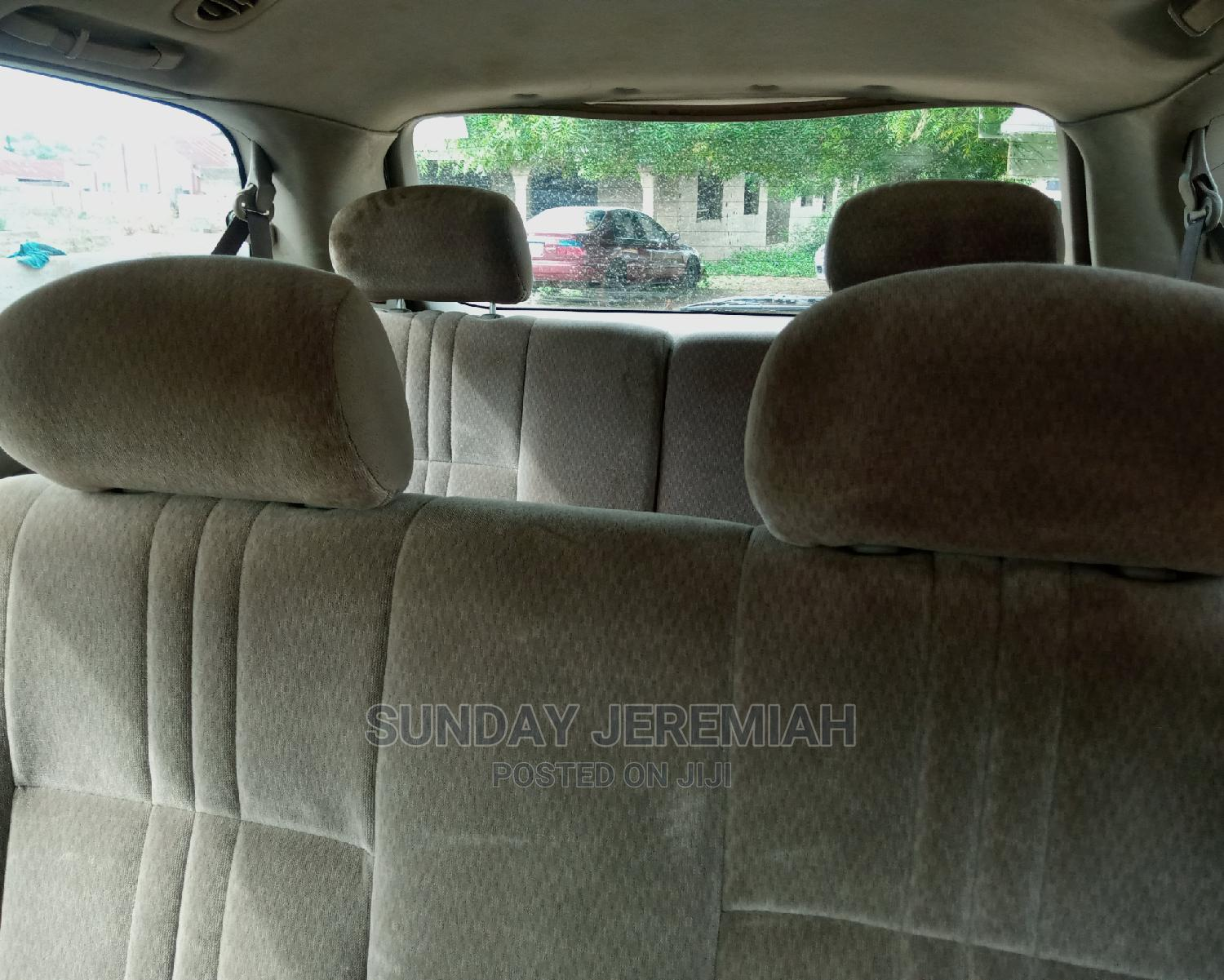 Archive: Toyota Sienna 2002 XLE Gold