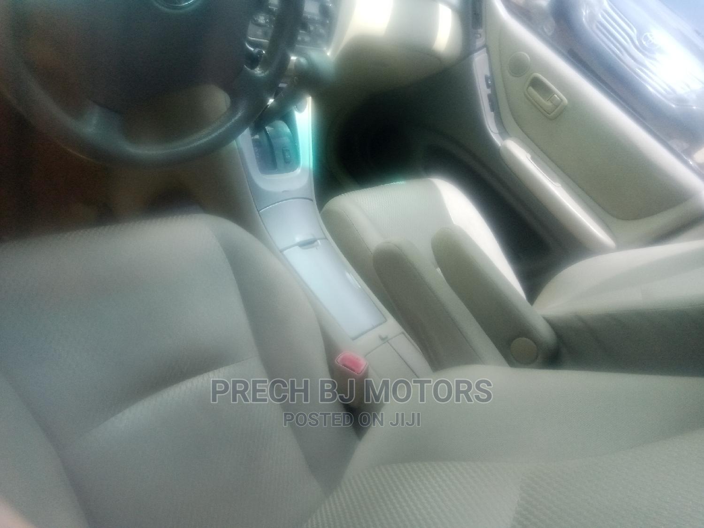 Archive: Toyota Highlander 2005 4x4 Red