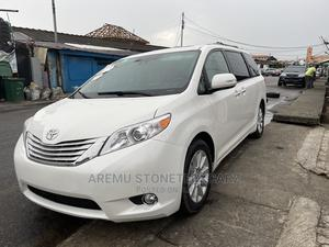 Toyota Sienna 2013 Limited FWD 7-Passenger White | Cars for sale in Lagos State, Surulere