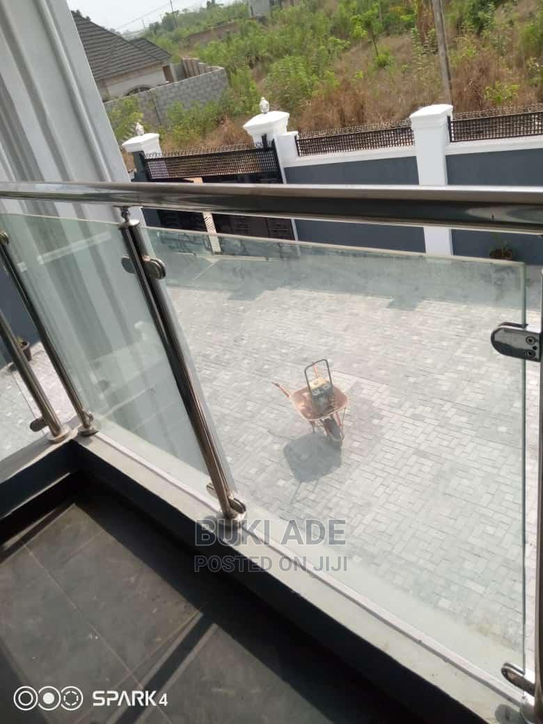Archive: 3 Bedroom Flat for Sale