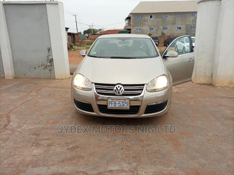 Archive: Volkswagen Jetta 2005 Gold
