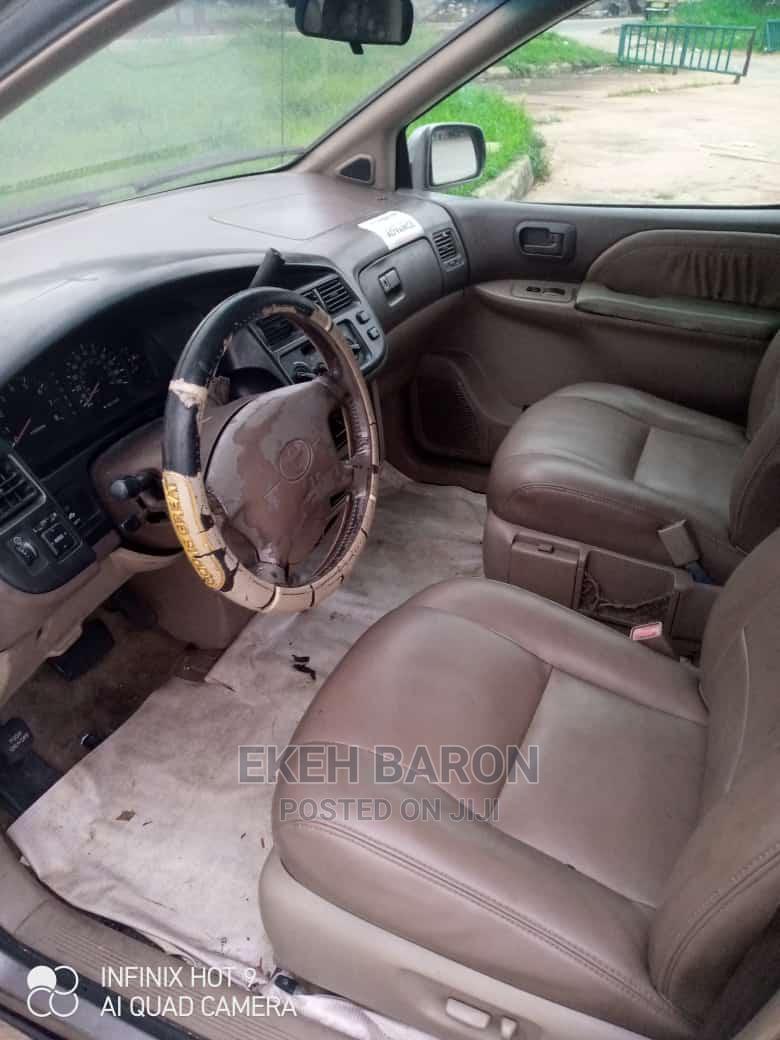 Archive: Toyota Sienna 2002 XLE Brown