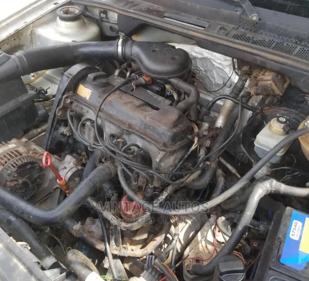 Archive: Volkswagen Golf 2000 Silver