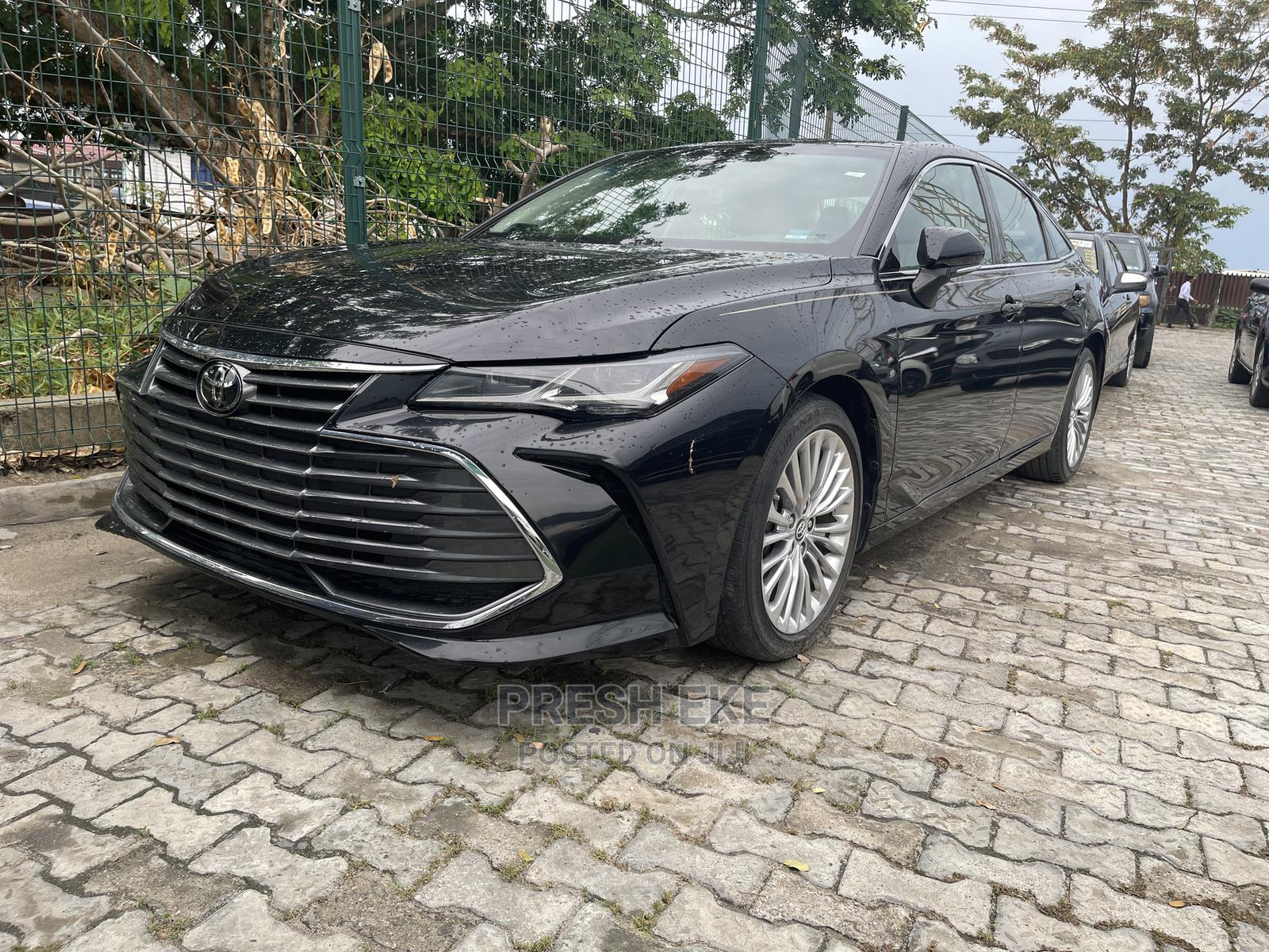 Archive: Toyota Avalon 2019 Black