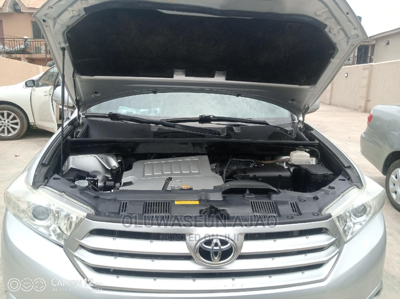 Archive: Toyota Highlander 2012 SE Silver