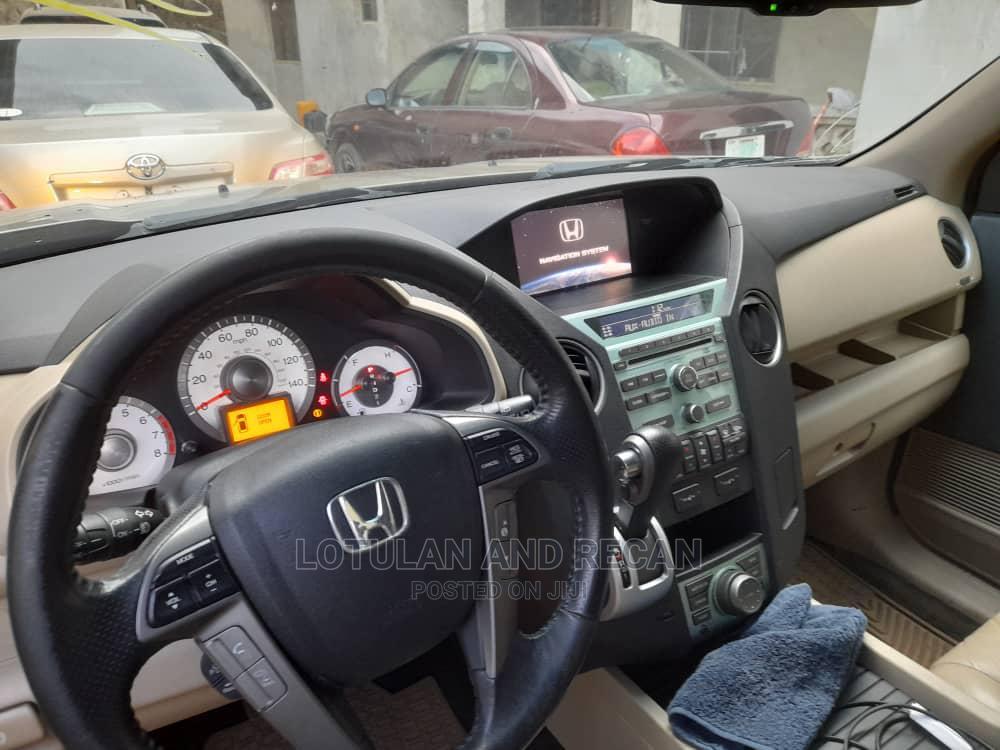 Archive: Honda Pilot 2011 Gold