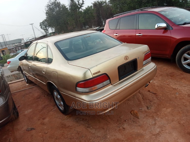 Archive: Toyota Avalon 2001 XL Buckets Gold