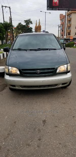 Toyota Sienna 2000 LE & 1 Hatch Green   Cars for sale in Lagos State, Ikeja