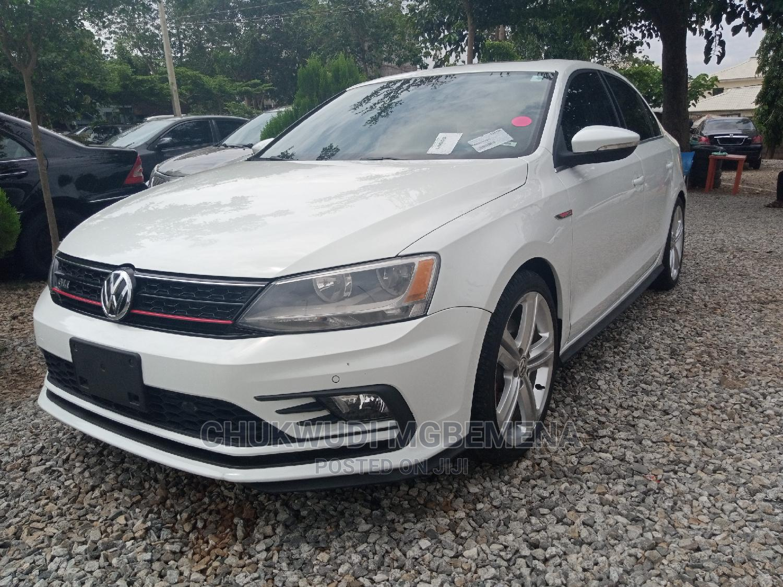 Archive: Volkswagen Passat 2016 White