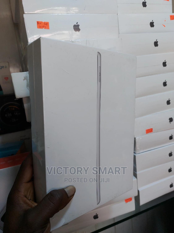 Archive: New Apple iPad 10.2 (2020) Wi-Fi 32 GB Gray