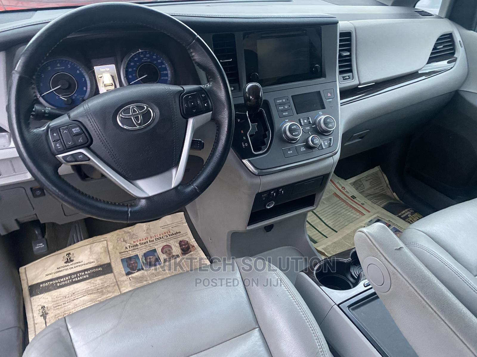 Archive: New Toyota Sienna 2017 Blue