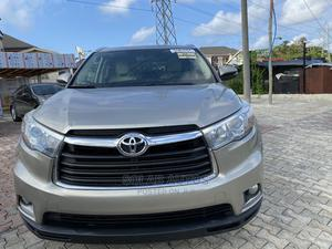 Toyota Highlander 2015 Gold   Cars for sale in Lagos State, Lekki