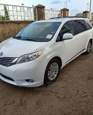 Toyota Sienna 2013 XLE FWD 8-Passenger White | Cars for sale in Lagos State, Surulere
