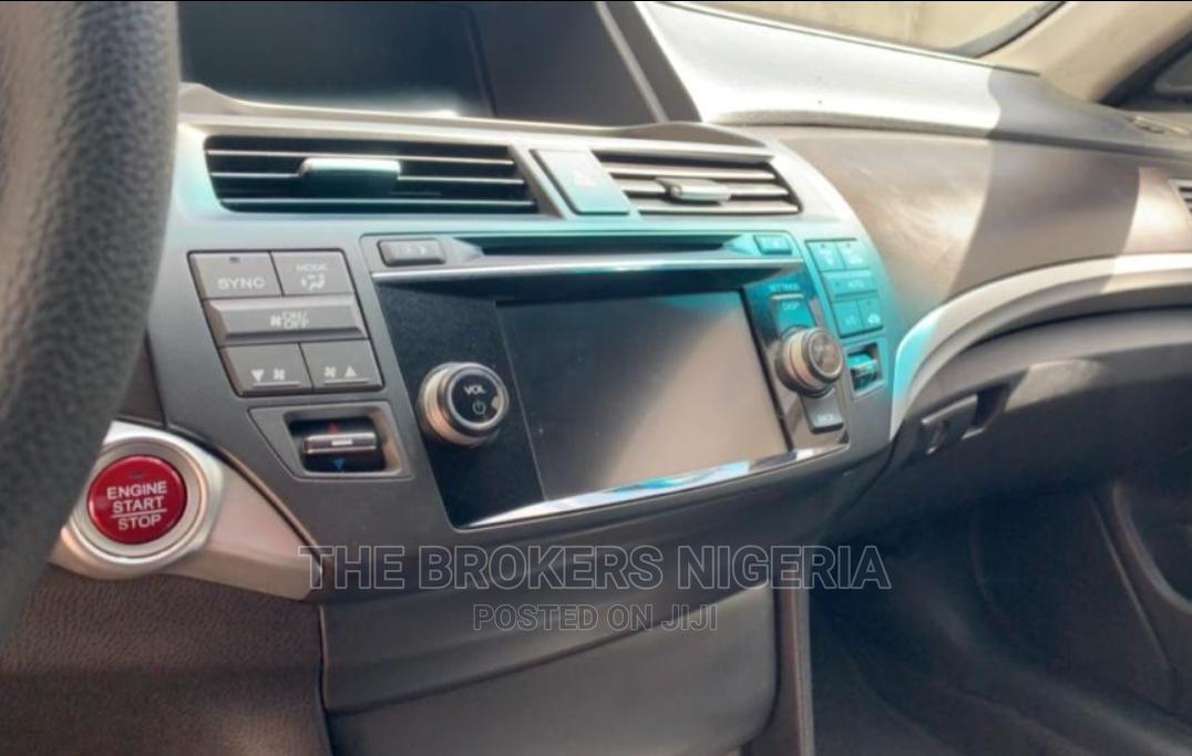 Archive: Honda Accord CrossTour 2014 EX Brown