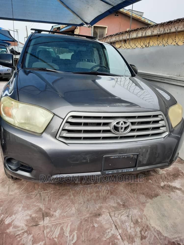 Archive: Toyota Highlander 2009 4x4 Gray