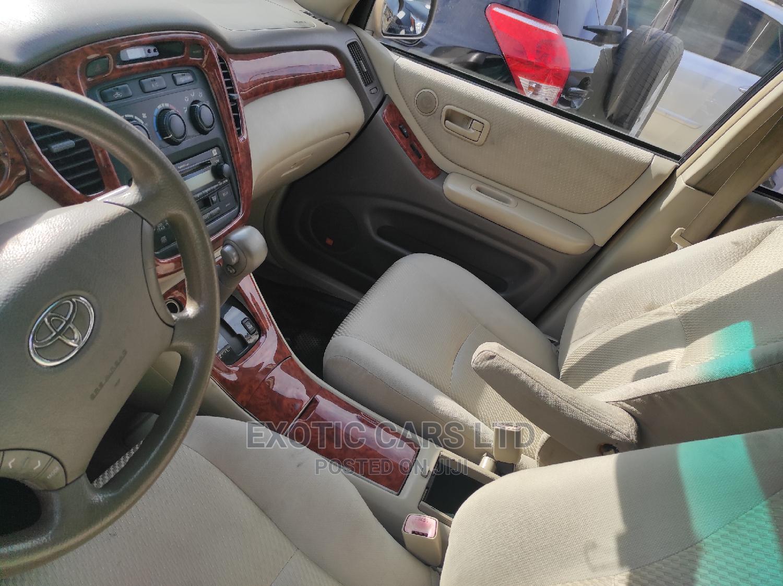 Archive: Toyota Highlander 2006 Limited V6 4x4 Gold