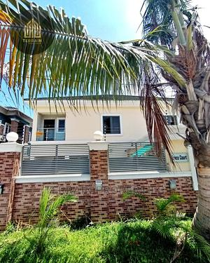 Distress Sale! 3 Bedroom Flat for Sale in Chevron   Houses & Apartments For Sale for sale in Lekki, Chevron