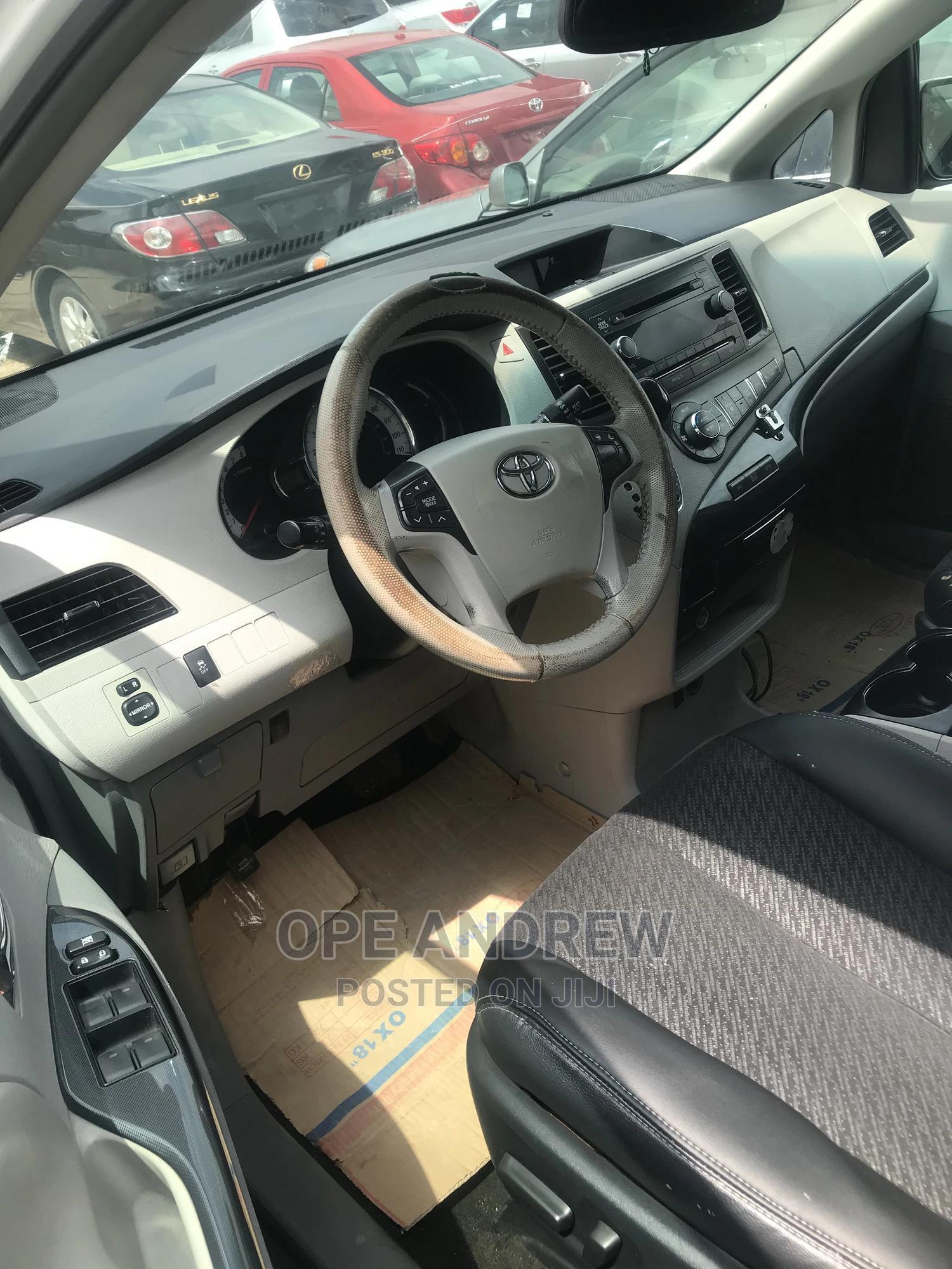 Toyota Sienna 2013 White   Cars for sale in Ibadan, Oyo State, Nigeria