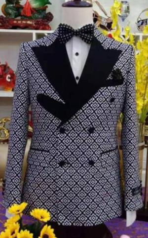 Flower Design Double Breasted Suit   Clothing for sale in Lagos State, Lagos Island (Eko)