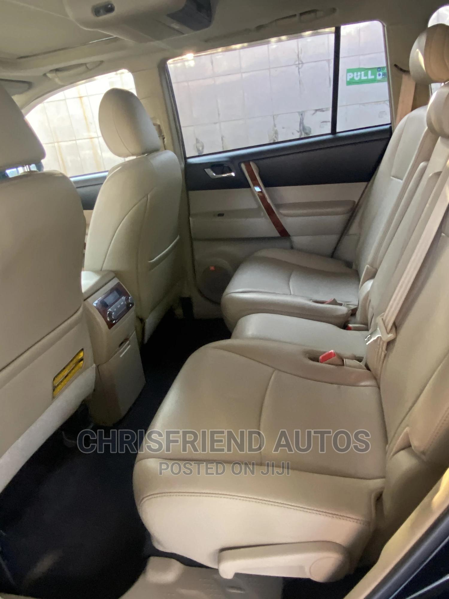 Toyota Highlander 2013 Limited 3.5l 4WD Black | Cars for sale in Surulere, Lagos State, Nigeria