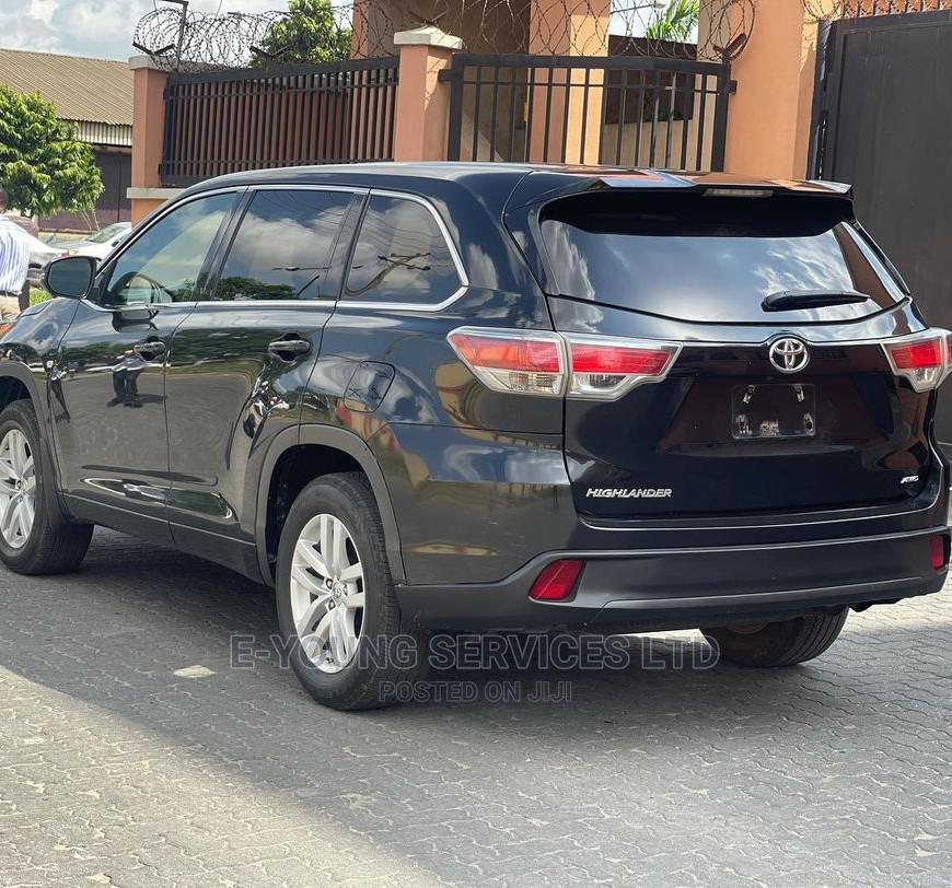 Archive: Toyota Highlander 2018 XLE 4x4 V6 (3.5L 6cyl 8A) Black