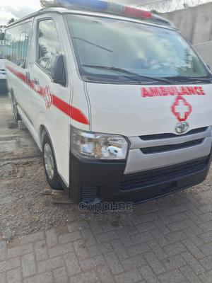 Toyota Hilux 2010 2.7 Vvt-i 4X4 SRX White | Buses & Microbuses for sale in Lagos State, Ikeja