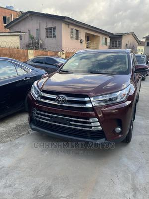 Toyota Highlander 2017 XLE 4x4 V6 (3.5L 6cyl 8A) Red   Cars for sale in Lagos State, Surulere