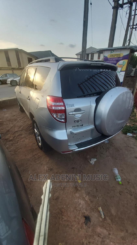 Toyota RAV4 2011 Silver | Cars for sale in Ikotun/Igando, Lagos State, Nigeria