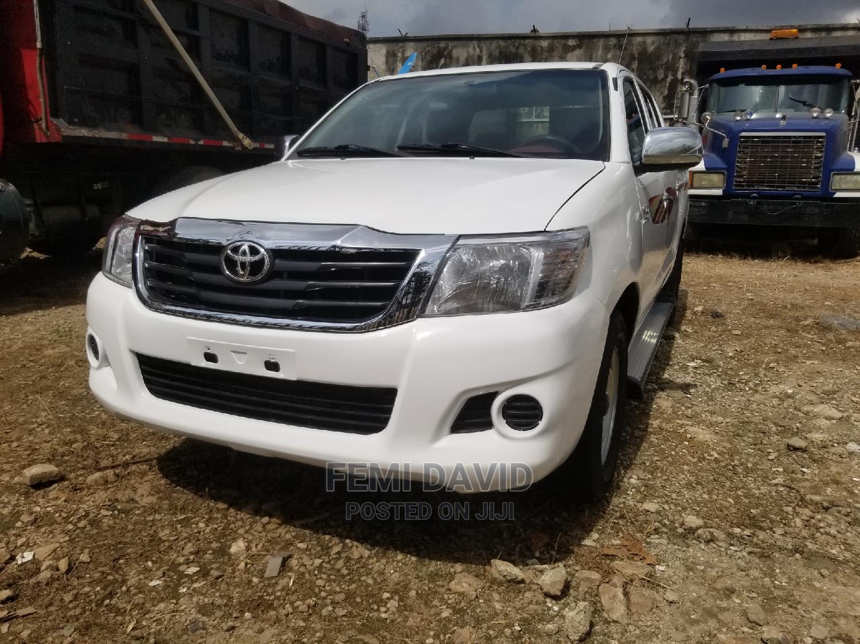 Toyota Hilux 2012 2.7 VVT-i 4X4 SRX White   Cars for sale in Magodo, Lagos State, Nigeria