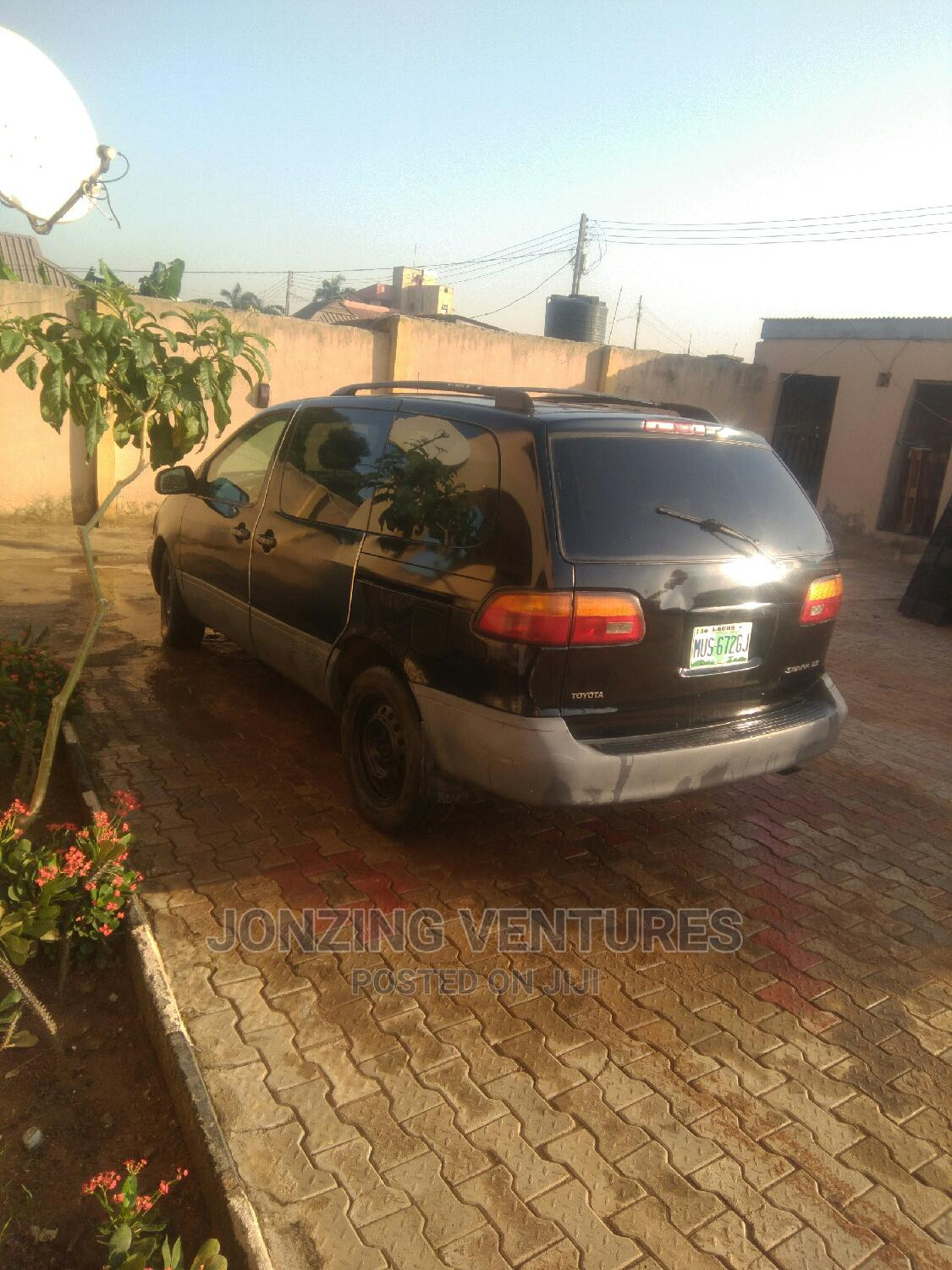 Toyota Sienna 1999 XLE Black   Cars for sale in Abule Egba, Lagos State, Nigeria