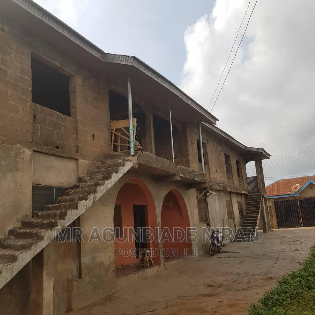 3bdrm Block of Flats in Alakia Old Ife Road for Sale