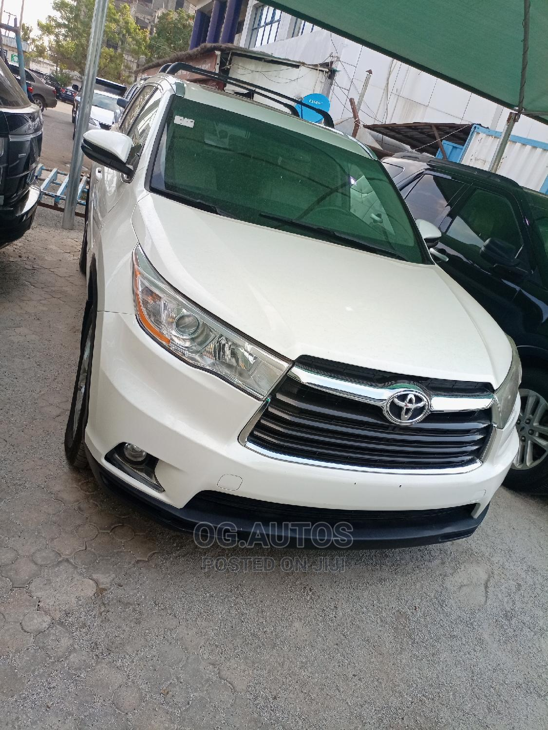 Toyota Highlander 2015 White   Cars for sale in Wuse 2, Abuja (FCT) State, Nigeria