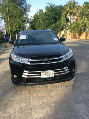 Toyota Highlander 2017 XLE 4x4 V6 (3.5L 6cyl 8A) Black | Cars for sale in Lagos State, Ajah
