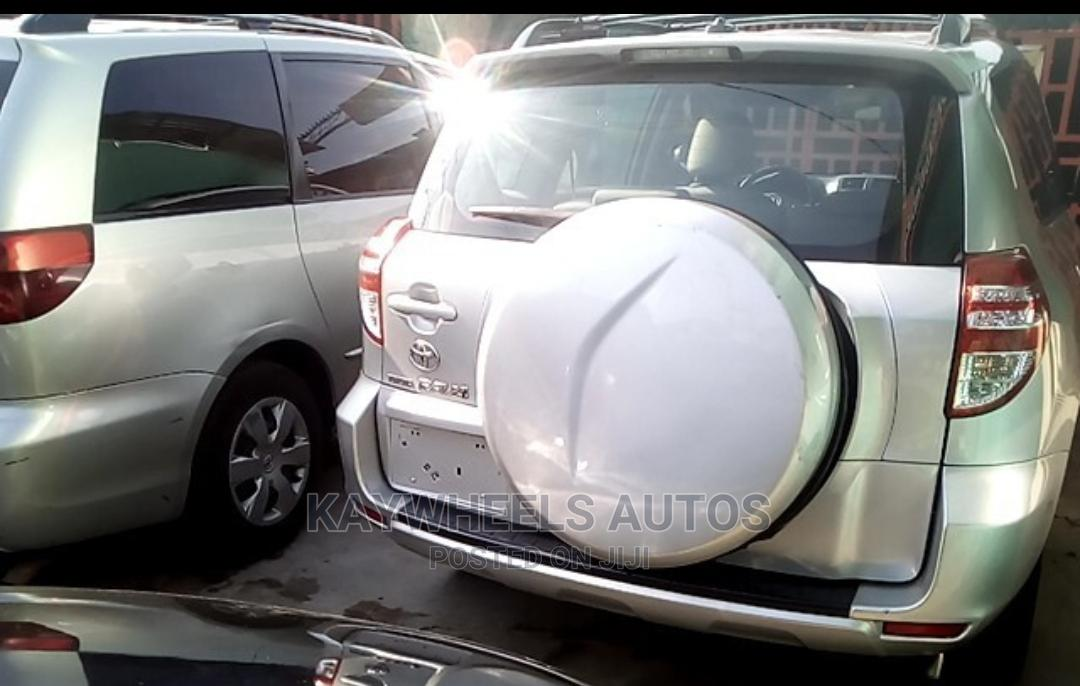 Archive: Toyota RAV4 2010 2.5 4x4 Silver