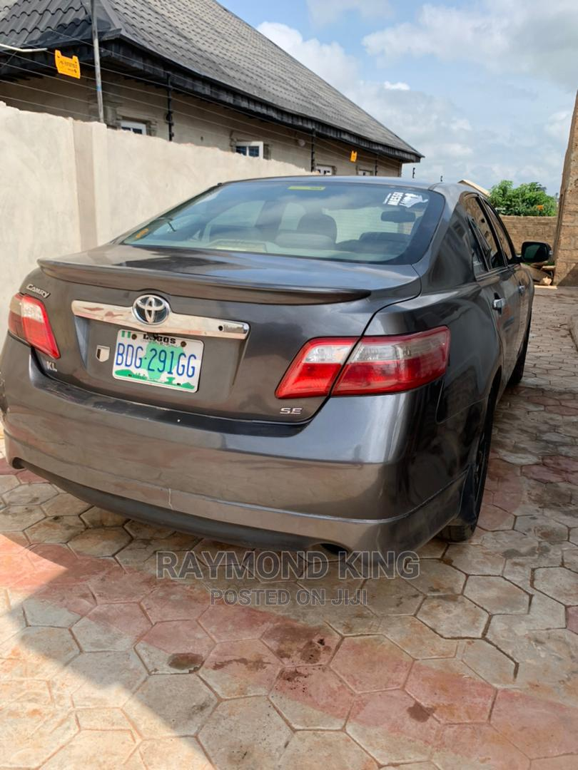 Archive: Toyota Camry 2008 2.4 SE Automatic Gray