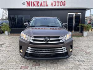 Toyota Highlander 2018 XLE 4x2 V6 (3.5L 6cyl 8A) Brown | Cars for sale in Lagos State, Lekki