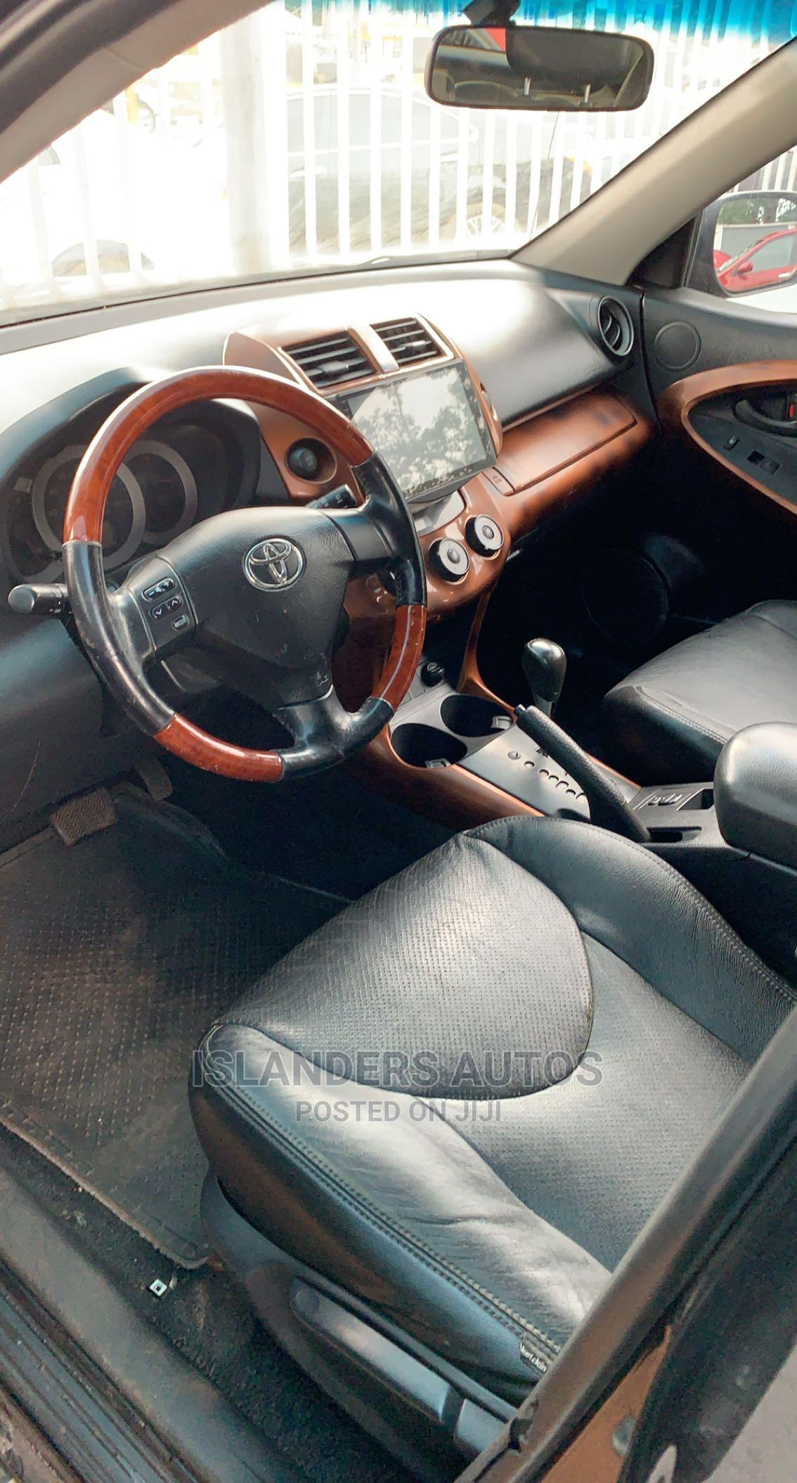 Archive: Toyota RAV4 2008 2.0 VVT-i Black